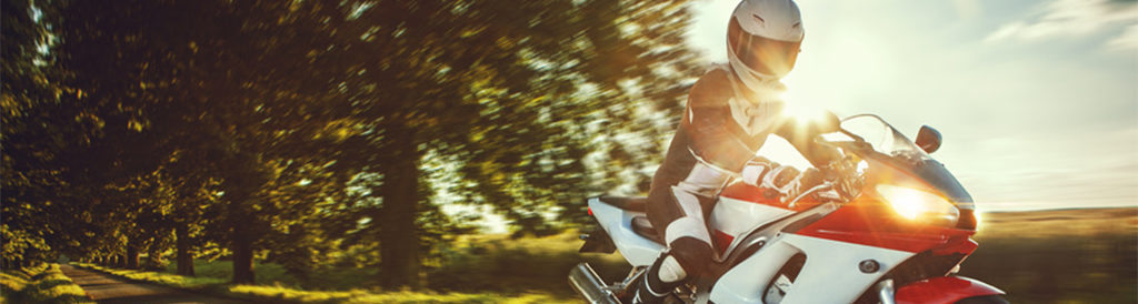 lederkombi reinigen so pflegen sie ihre motorradkleidung richtig helmexpress magazin. Black Bedroom Furniture Sets. Home Design Ideas